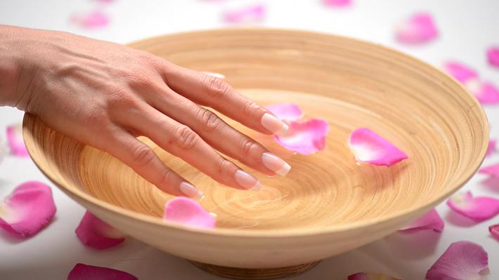 Ванночки помогают ухаживать за ногтями в домашних условиях