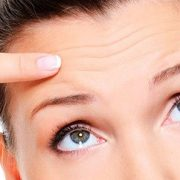 Косметические процедуры для бровей делают лицо моложе