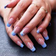Хорошо сделанные длинные ногти смотрятся великолепно