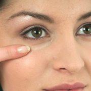 Как справиться с мешками под глазами