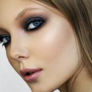 Макияж подчеркивает естественную красоту глаз, делает взгляд более ярким и выразительным