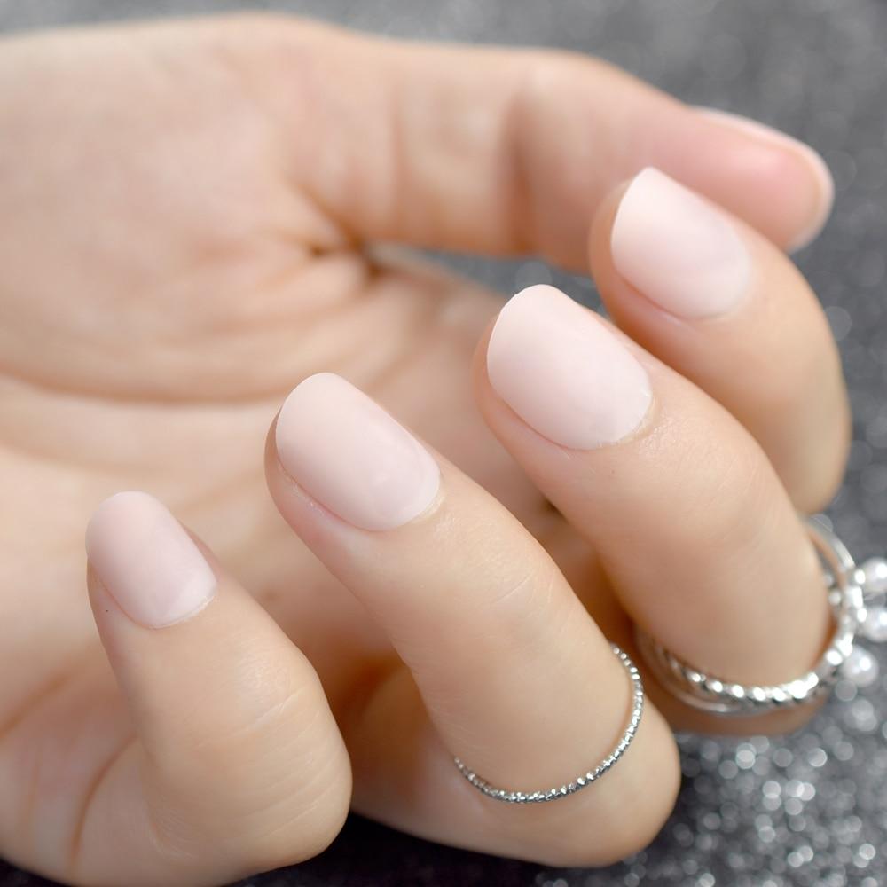 Маленькие накладные ногти можно сделать самостоятельно или купить готовый набор