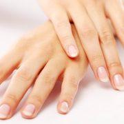 Здоровые ухоженные ногти дополняют красоту рук