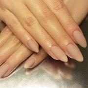 Миндалевидная форма ногтей – новинка текущего сезона
