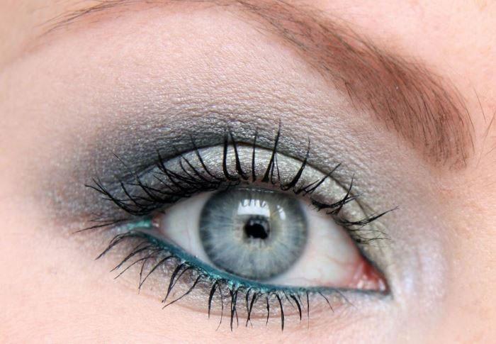 Синий каял в make up