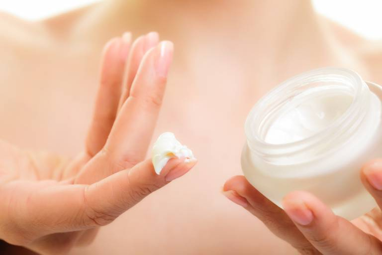 Сухая кожа рук - что делать при трещинах и шелушении, причины и лечение в домашних условиях