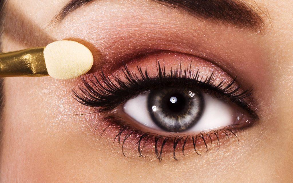Как правильно красить глаза одними тенями