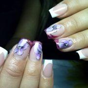 Скорректированные ногти
