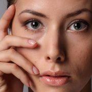 Раннее увядание кожи вокруг глаз