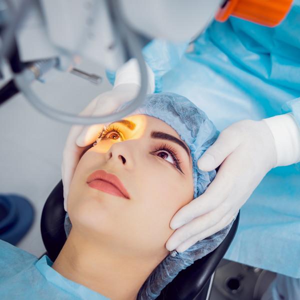 Лазерная блефаропластика имеет множество преимуществ перед другими хирургическими способами