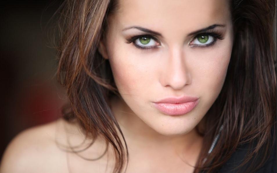 Легкий вечерний макияж для зеленых глаз
