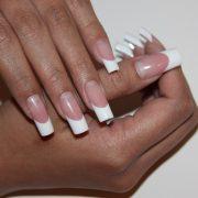 Наращивание ногтей – востребованная процедура